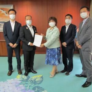 「新型コロナウイルス感染症への対応に関する要望書」を市長に提出しました