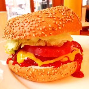 広尾の老舗ハンバーガー屋さん☆ジューシーお肉とほのぼのランチ
