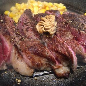 「いきなり!ステーキ」 ステーキは厚切りレアーで召しあがれ