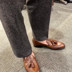靴を履くときの「あの音」とは?!