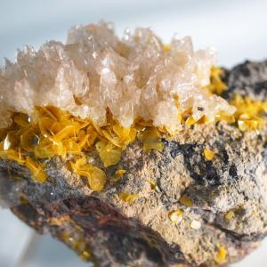 USAの石 モリブデン鉛鉱と緑鉛鉱
