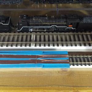 Nゲージ用とHOゲージ リレーラーに導電性テープを
