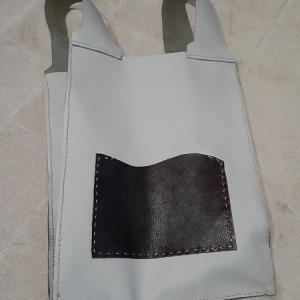 レジ袋型の革バッグとナイキのCM