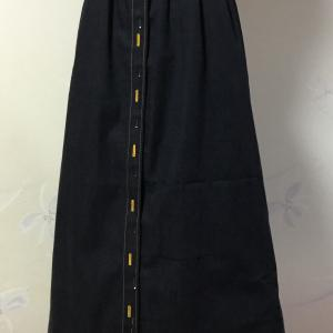 黒のデニムスカート