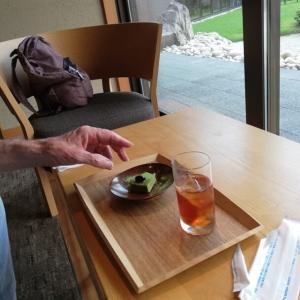 ガラスの丸座卓の部屋がお勧め@シロヤマテラス