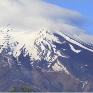 ◆富士山に今年も「農鳥」 山梨、春の風物詩