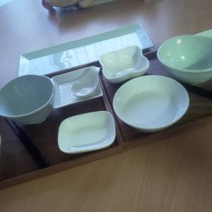 せっせとお皿並べてます(^○^)