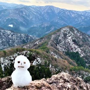 雪化粧した 鞍掛山にノボル・・・