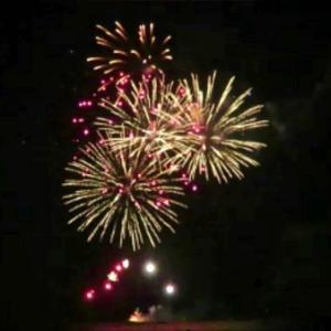 ハワイ、稀少な「ムーンセット」に遭遇! ワイキキビーチの花火で一石三鳥!!