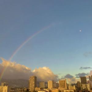ハワイ、次々と~! 観光業は? 「ダブルレインボーと月」のコラボ