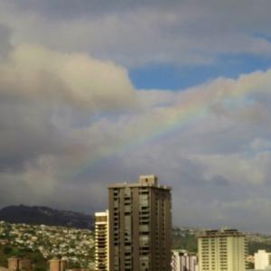 ハワイ、やっと一息、晴れ間に虹が~! 香港と同じくらいの・・