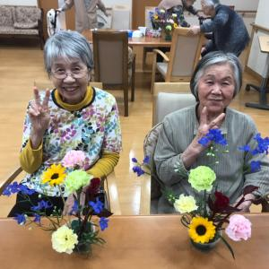 習志野市の高齢者施設「そんぽの家京成大久保」さんでフラワーレッスン