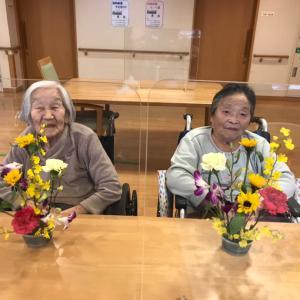 習志野市の高齢者施設「そんぽの家津田沼」さんでフラワーレッスン