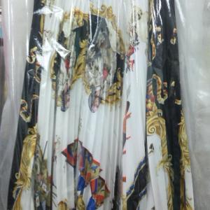神宮前のお客様からアコーディオンスカートのクリーニングを承りました。