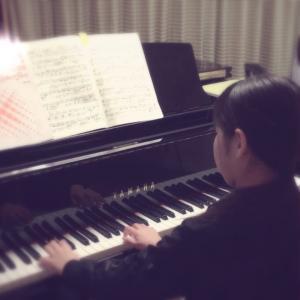 お家にママのピアノが来ます