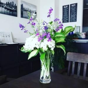 今日のお花『アナベル、千鳥草、キボウシ』
