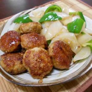 鶏つくねと新玉ネギの炒め(じいちゃんの料理)