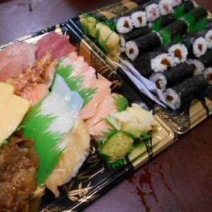 夕食はくら寿司の持ち帰り