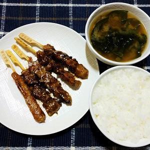 昨日の夕食は炭火焼鳥串盛り合わせを食べました。