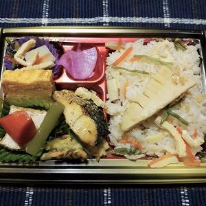昨日の夕食は竹の子炊き込みご飯弁当を食べました。