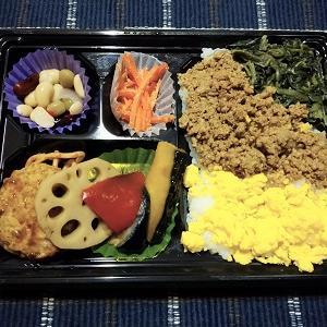 昨日は三色ご飯&彩豆腐ハンバーグ弁当を食べました。