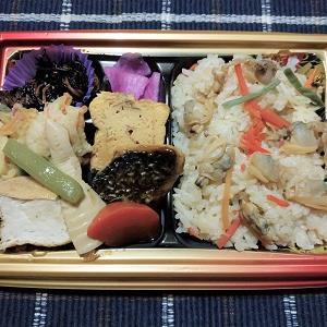 昨日はあさりと生姜の炊き込み御飯弁当を食べました。