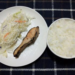 昨日の夕食は鮭の塩焼きを食べました。