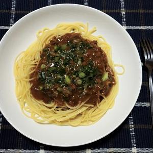 昨日の夕食はジャージャー麺パスタを食べました。