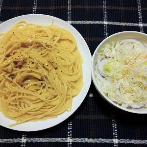 昨日の夕食はカルボナーラとサラダを食べました。