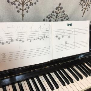 「ハピハピイェイイェイ」の楽譜を書いてきてくれました