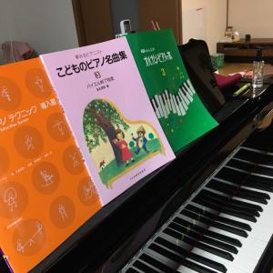 確実に伸びている生徒さんへ、新しいテキスト2冊渡しました