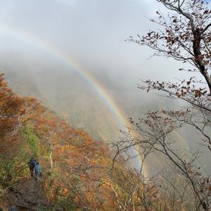 谷川岳にかかる虹