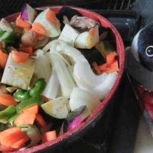 晩御飯は完熟トマトのハヤシライスソースをぐるぐる