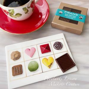 手書きのチョコレートBOXの上に絶品チョコ♪