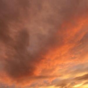 大変なエネルギーが動いた?…台風前夜の夕日