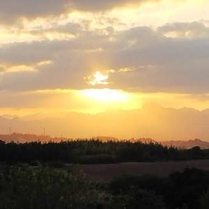 『 陽は昇る 邪悪な雲を 吹き飛ばす 』 晴れ晴れ川柳