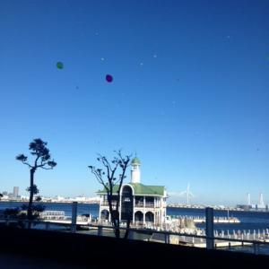 「空や海 ブルーに染まり ハマ香り」 ハマ川柳   ブルーライトヨコハマ 街の明かりが。