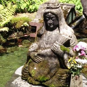 「パワースポット 弁財天に 祈り込め」祈り川柳  これは 9年前か。
