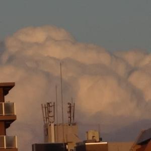 白い雲そして朝焼け