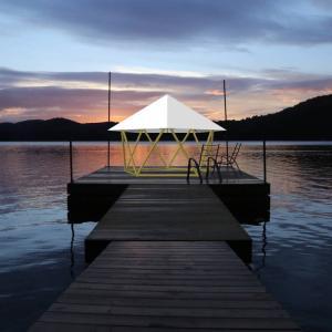 フォレストドームのある風景〜桟橋から夕景を望む