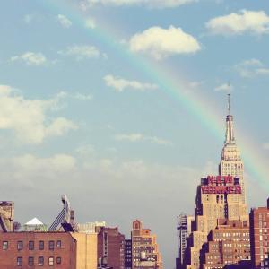 フォレストドームのある風景〜高層ビルの屋上から虹のニューヨークを望む