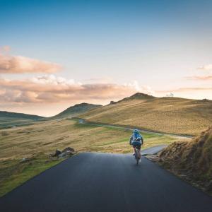 フォレストドームのある風景〜どこまでも続くワインディングロードを走る