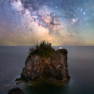 フォレストドームのある風景〜幻想的な星空と無人島