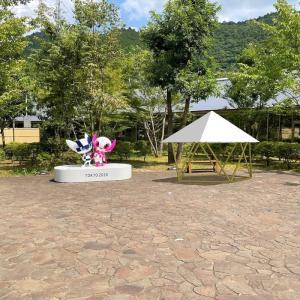 フォレストドームのある風景〜あきる野市にある瀬音の湯で五輪マスコットと