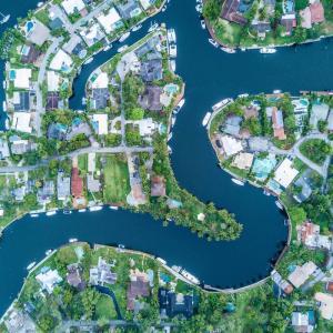 フォレストドームのある風景〜運河のあるリゾート地