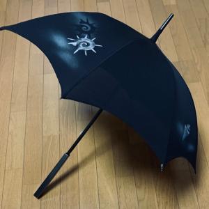 「手描き友禅、黒の絽の着物で作る日傘」