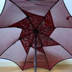 「風通紗の黒の羽織りで作る日傘」