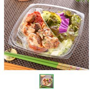今日のお昼ごはん。若鶏のラタトゥイユ添えサラダと辛子明太子のおにぎり。