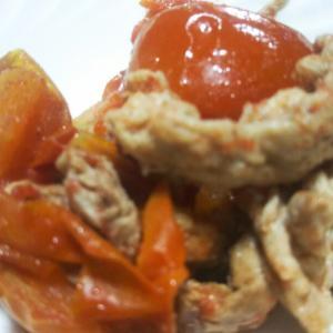 今日の夕ごはん。豚肉とトマトの炒め物となすびの甘辛炒め。