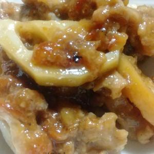 今日の夕ごはん。ご飯を炊きながら、豚肉と蓮根の甘酢炒めやかぼちゃとごぼうの甘辛煮など。お